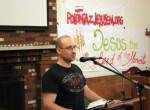 Przy mikrofonie Łukasz Tomaszewski