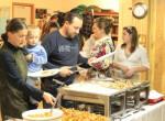Polonijny Thanksgiving-nabieranie jedzenia