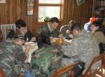 """Polonijny Thanksgiving nasi """"żołnierze"""" jedzą, ze aż im się uszy trzęsą."""